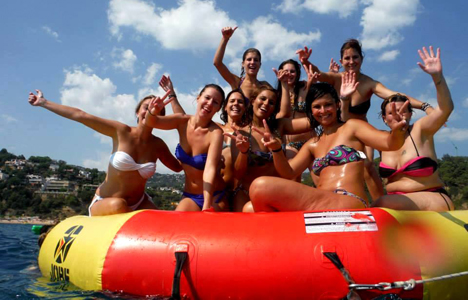 Pack Catamaran + DJ et bar libre à Lloret de Mar – Gérone